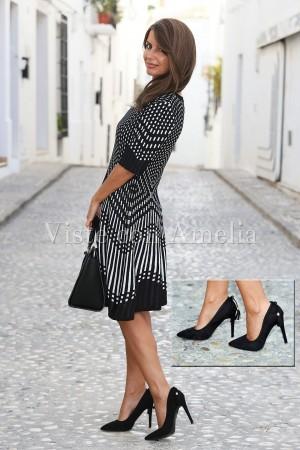 Zapato negro con borlas