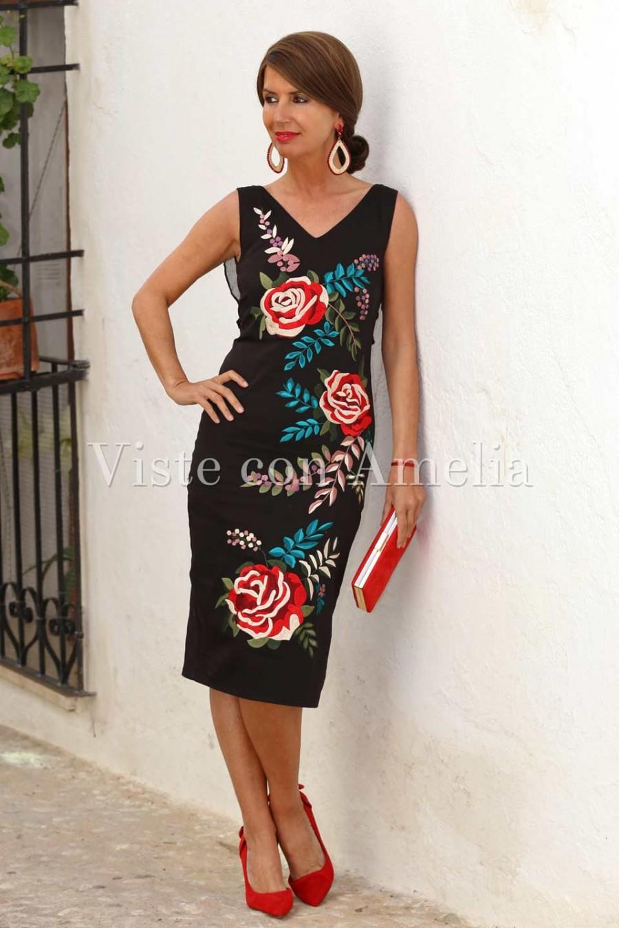 vestido de flores bordadas