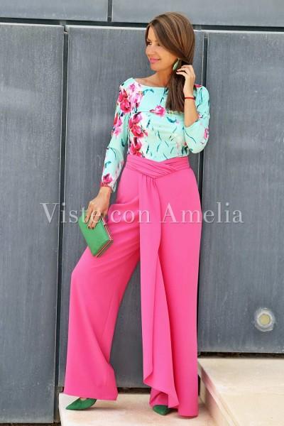 Pantalón ancho de vestir color fucsia con cintura drapeada efecto falda