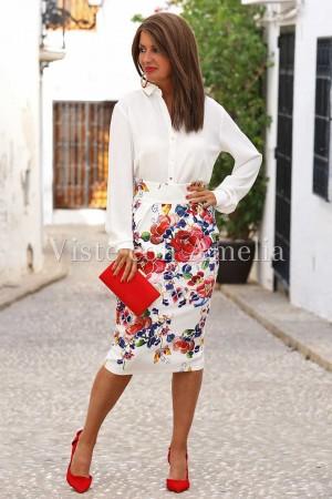 Falda con estampado de flores que parecen pintadas a mano