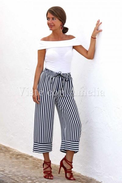 Pantalón midi de estilo marinero con rayas en blanco y azul marino