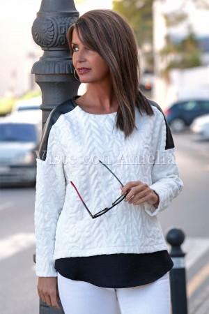 Sudadera relieve polipiel y detalle de camisa